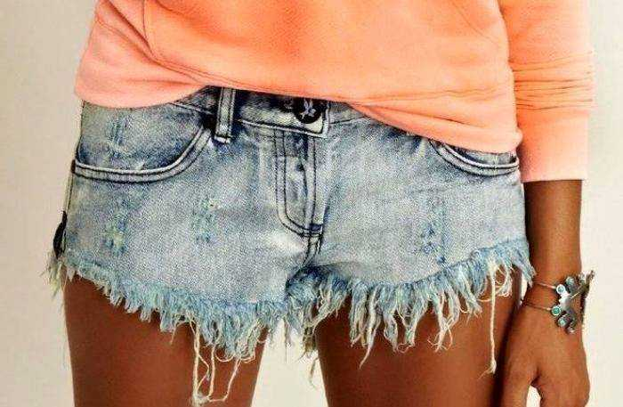 Как сделать джинсовые рваные шорты в домашних условиях 775