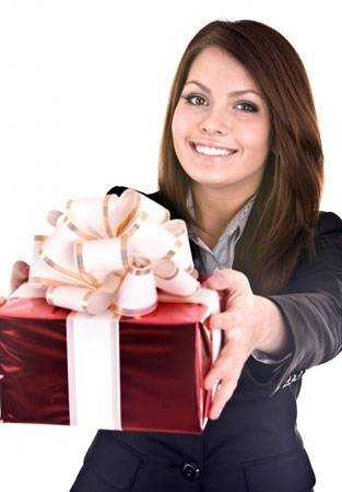 Нужные подарки для женщин недорого
